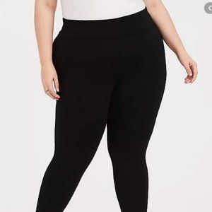 Torrid Black Stretch Skinny Pixie Pant Size 3